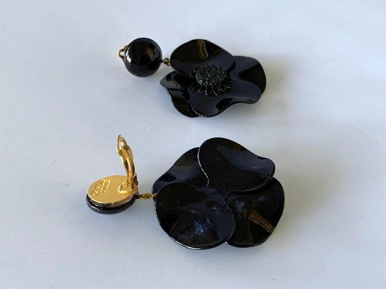 Contemporary Black Poppy Drop Statement Earrings For Sale 2