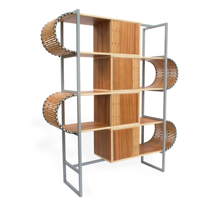 This contemporary bookshelf is from the Ruptura collection, inspired by woodworking techniques, where a series of parametric cuts are made in a single piece of wood, with this process it is possible to obtain a malleability in this wood and at the