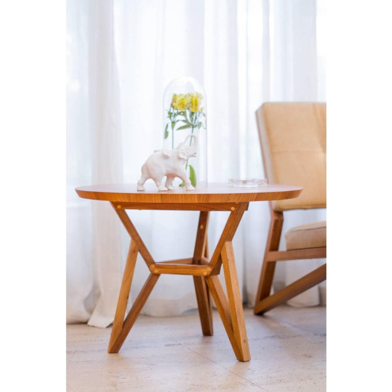 Contemporary Brazilian Design Side Table Meló Made in Tropical Solid Wood In New Condition For Sale In Sao Paulo, SP