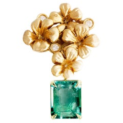 Contemporary Brooch in 18 Karat Yellow Gold with Natural Emerald and Diamonds