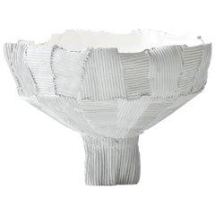 Zeitgenössische Schale mit Fuß aus Keramik mit Anemone Weiß