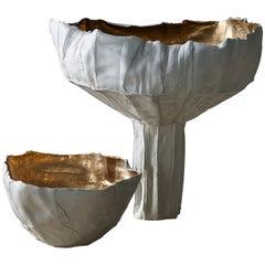 Zeitgenössische Keramik Cartocci Liscia Textur weiß und Gold im inneren der Schale