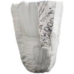 Zeitgenössische Keramik Cartocci Textur Aufdruck weiße hohe Vase