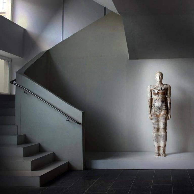 Zeitgenössische Lebensgroße Keramik Figur einer Frau von Dora Várkonyi 14