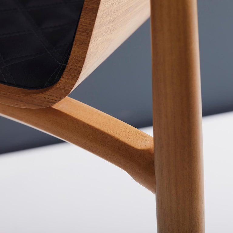 Contemporary Chair in Natural Solid Wood, Upholstered Leather, with Arms In New Condition For Sale In Sao Paolo, SP