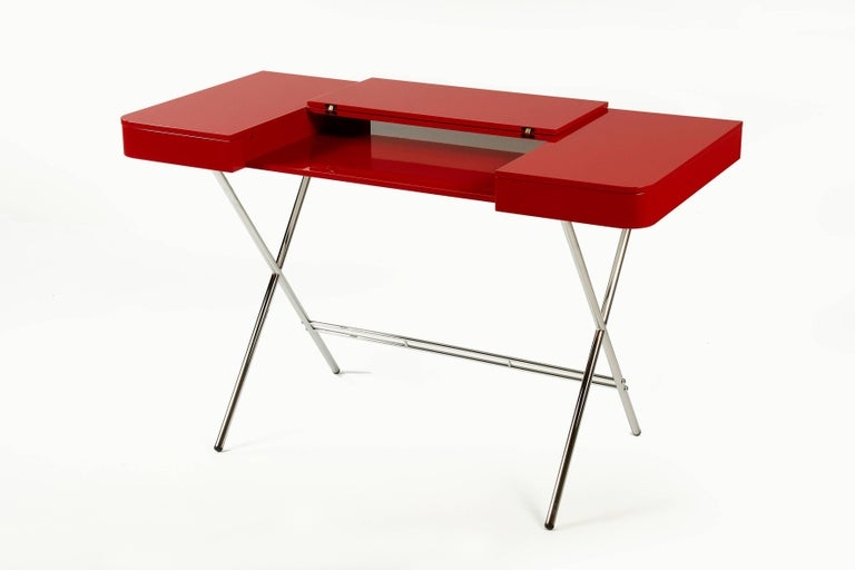 Cosimo desk was designed by the architect Marco Zanuso Jr for luxury French furniture brand, Adentro Paris. Ideal for a contemporary home office space, Cosimo desk comes in various finishes. The central panel of the desktop folds back to reveal a