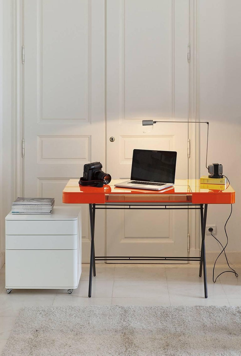 Contemporary Cosimo Desk by Marco Zanuso Jr. with Orange Glossy Lacquered Top For Sale 5