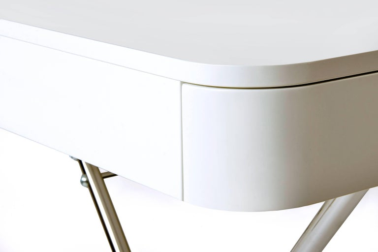 Contemporary Cosimo Desk by Marco Zanuso Jr. with White Mat Lacquered Top In New Condition For Sale In Paris, FR
