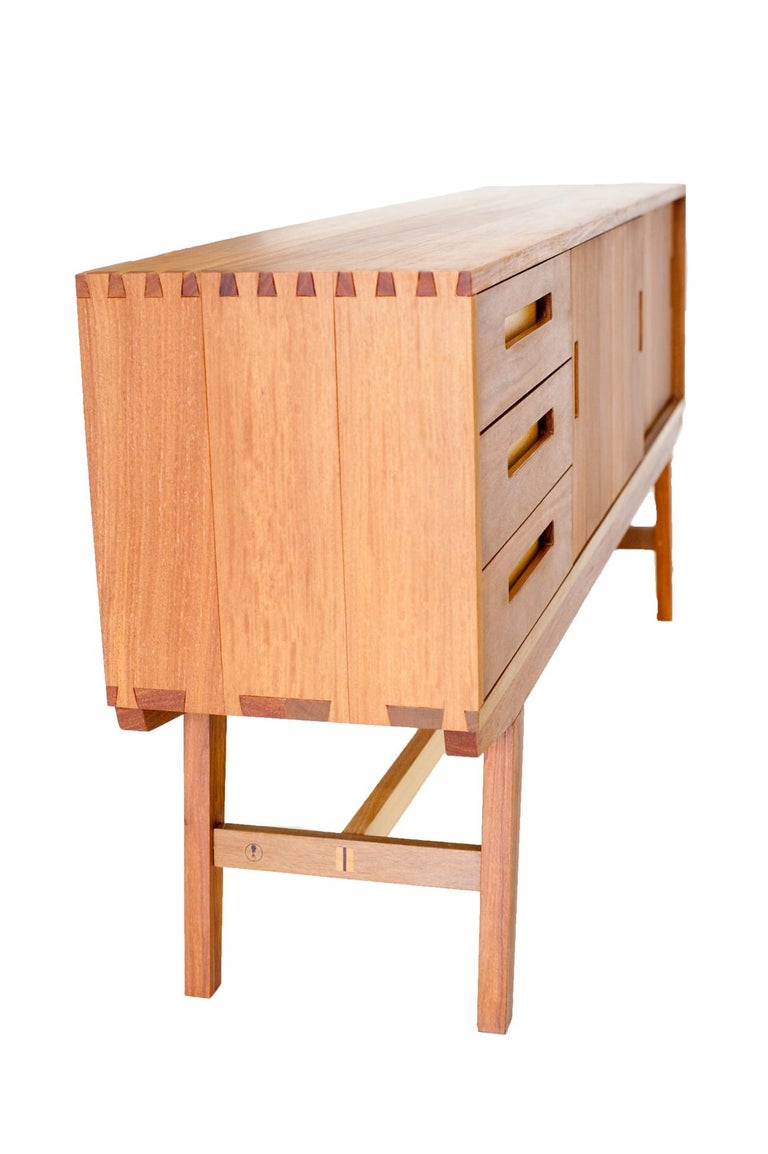 Contemporary Credenza Buffet Handcrafted in Brazilian Hardwood For Sale 4