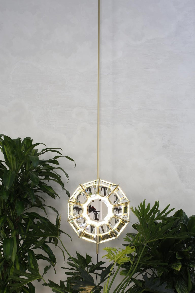 Neither lamp nor mirror, or maybe both, Daffodils is a mysterious bright object calling to mind the unique daffodil shape, from which it takes the name. The structure is made of a satin brass plate, with bevelled mirrors on the inside. Dimmer touch