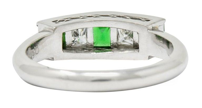 Contemporary Diamond Tsavorite Platinum Five-Stone Band Ring In Excellent Condition For Sale In Philadelphia, PA