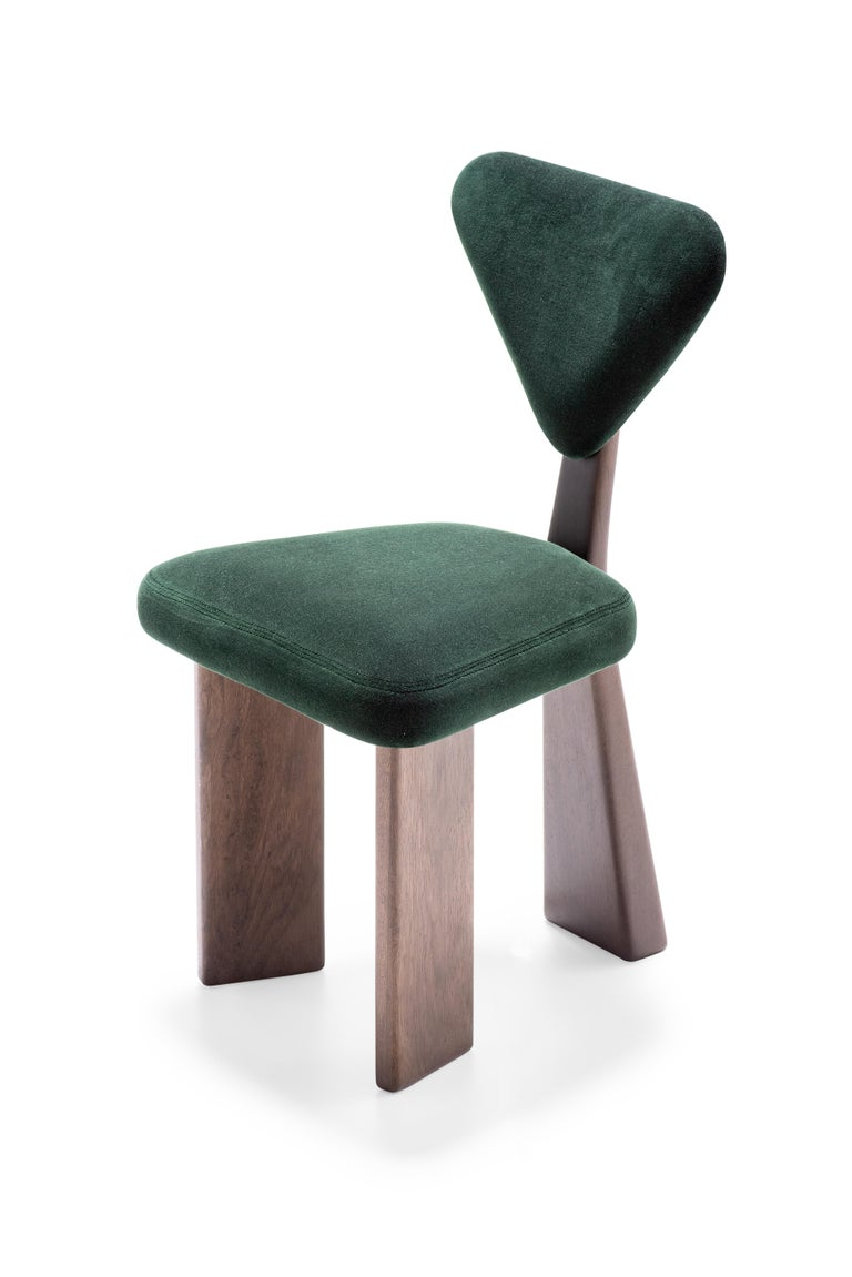 The Giraffe dining chair was designed with soft curves and slender, but with volume, bringing comfort and elegance. The base structure was thought with three feet. The upholstered seat and backrest accompany the language of curves inspired by the