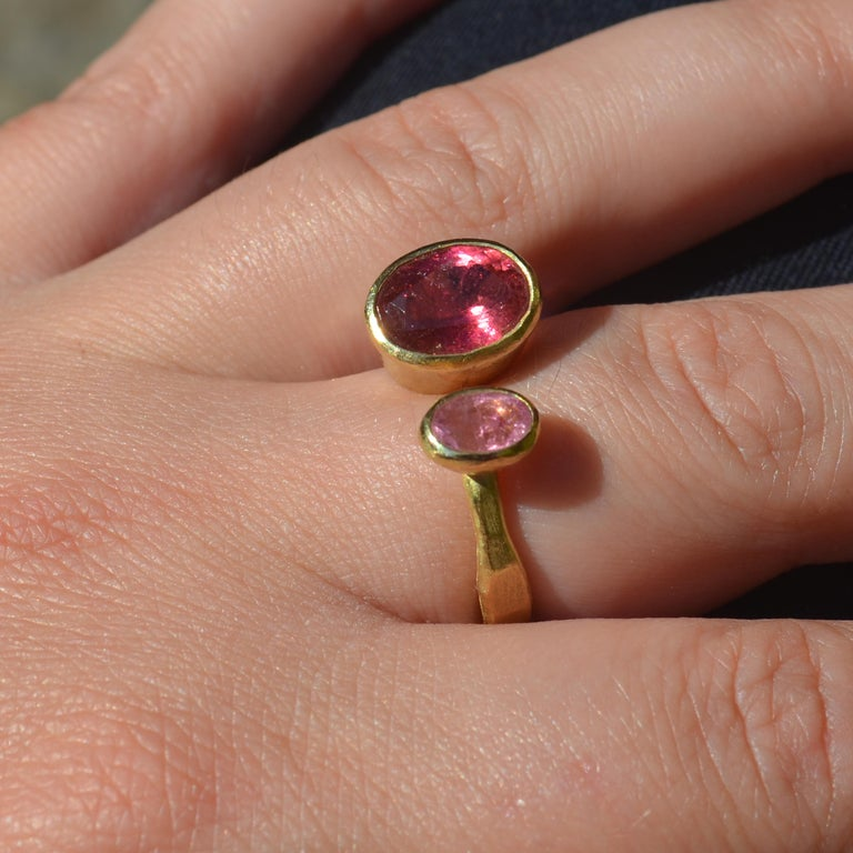 Contemporary Double Pink Tourmaline 18 Karat Gold Handmade Ring by Disa Allsopp In New Condition For Sale In London, GB