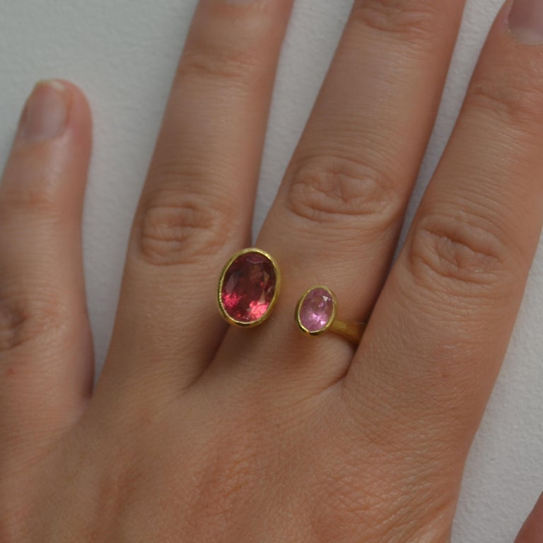 Contemporary Double Pink Tourmaline 18 Karat Gold Handmade Ring by Disa Allsopp For Sale 2
