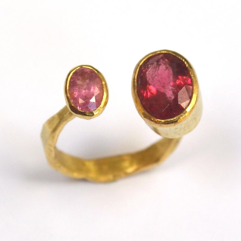 Contemporary Double Pink Tourmaline 18 Karat Gold Handmade Ring by Disa Allsopp For Sale 3