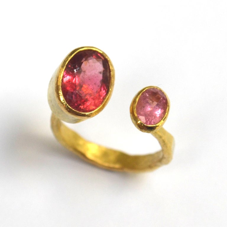 Contemporary Double Pink Tourmaline 18 Karat Gold Handmade Ring by Disa Allsopp For Sale 4