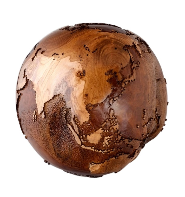 Organic Modern Contemporary Eclat Vibe Globe in Natural Burl and Hammered Skin Textured, 30cm For Sale