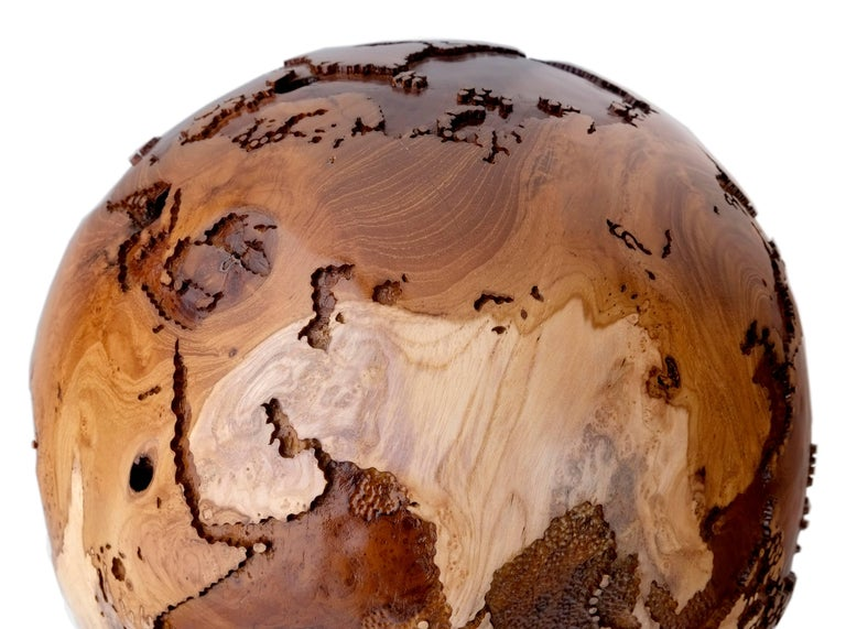 Contemporary Eclat Vibe Globe in Natural Burl and Hammered Skin Textured, 30cm In Excellent Condition For Sale In Saint-Ouen, FR