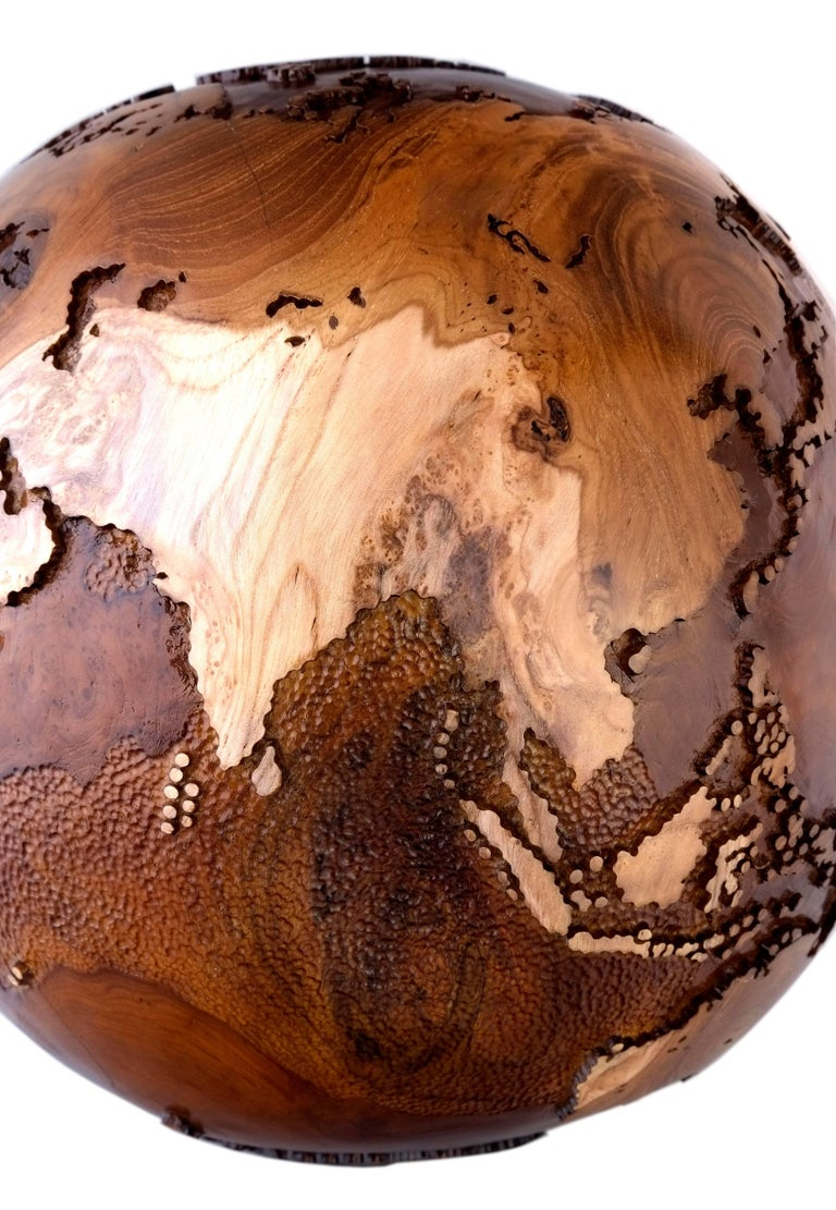 Contemporary Eclat Vibe Globe in Natural Burl and Hammered Skin Textured, 30cm For Sale 2