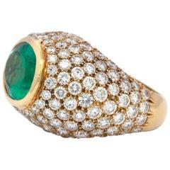 Contemporary Emerald and Diamond 18 Karat Yellow Gold Ring