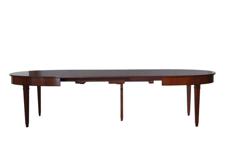 Contemporary Extendable Oval Table in Direttorio Style Made of Cherry Wood In New Condition For Sale In Salizzole, IT