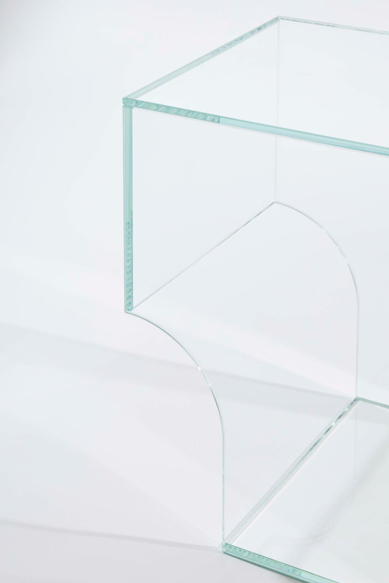 Arch 01.2 is a side table. Its strong design language sets arch 01.2 apart. Without an obvious front, back, top or bottom, the glass object can be placed as wished, which offers many possibilities.  This version: arch 01.2 side table in extra
