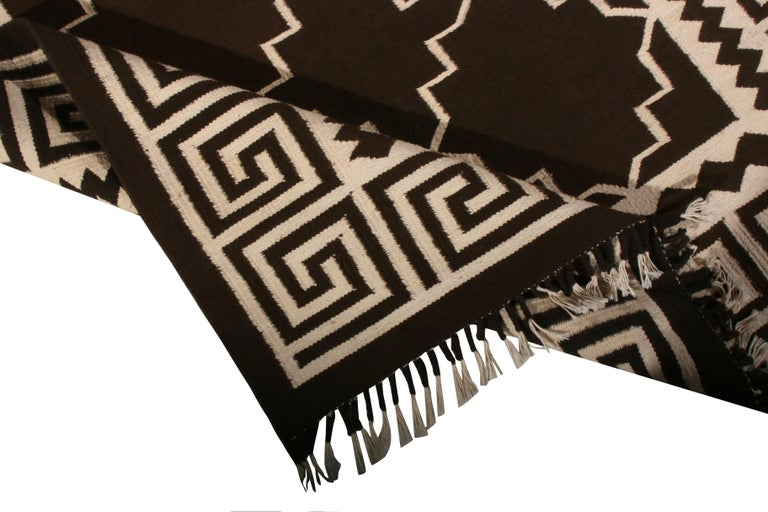 Contemporary Flat-Weave Rug Brown and Beige Transitional Kilim Rug In New Condition For Sale In Long Island City, NY