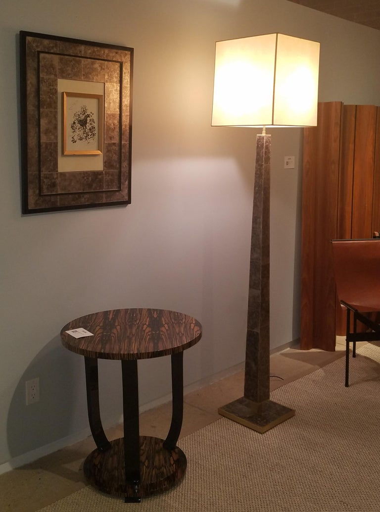 Veneer Modernist series Floor Lamp in Mica and Brass For Sale