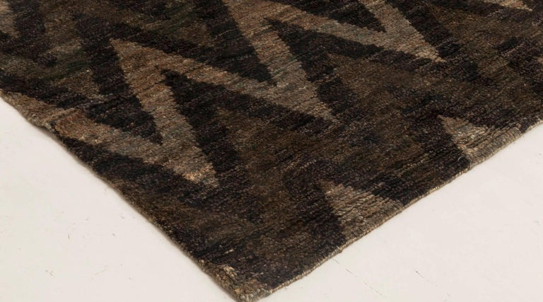 Contemporary Geometric Gray and Black Zigzag Hand Knotted Hemp Rug For Sale 1