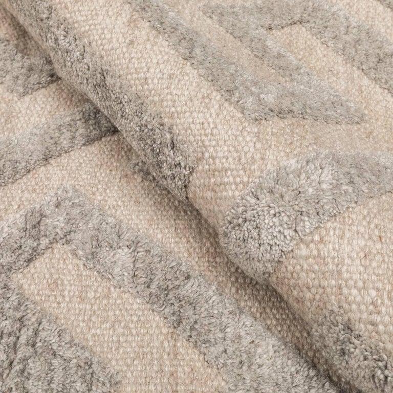 Contemporary Geometric Handmade Gray Silk and Wool Rug For Sale 10