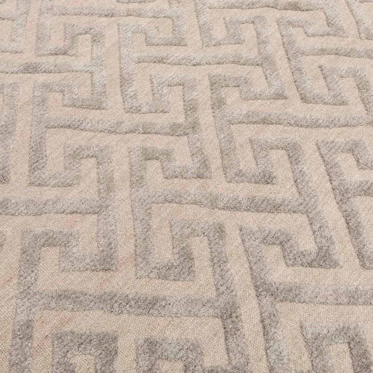 Contemporary Geometric Handmade Gray Silk and Wool Rug For Sale 3