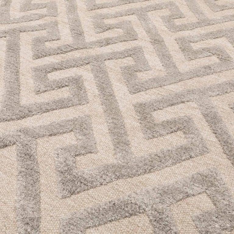Contemporary Geometric Handmade Gray Silk and Wool Rug For Sale 4