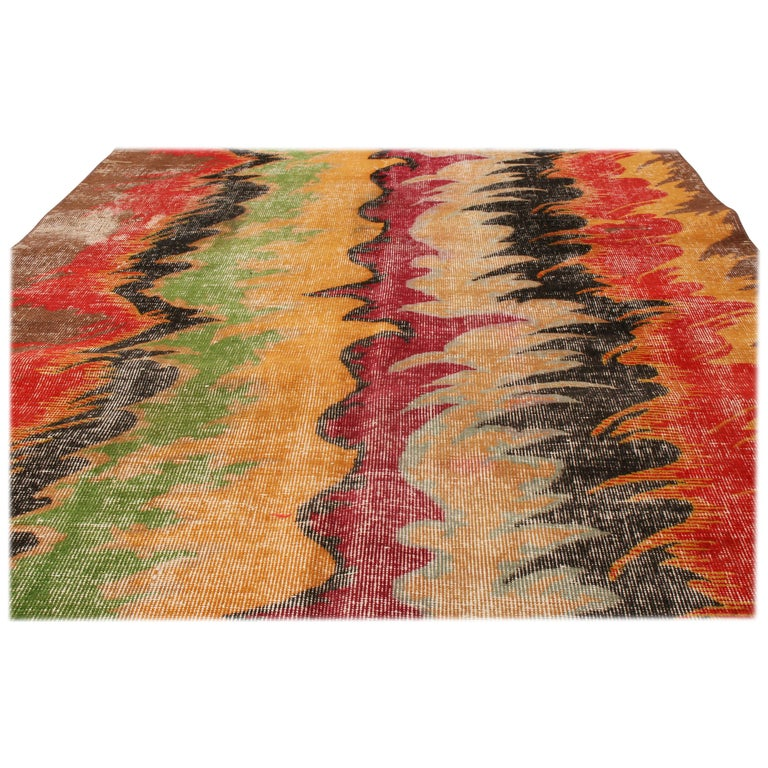 Originating from Turkey, this contemporary geometric rug is hand knotted in high quality wool, paying homage to an iconic signature Turkish family of midcentury rug designs. Featuring a borderless, column-based all-over field design, the contrast of
