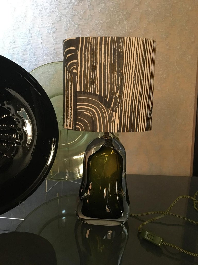 Contemporary Green Blown Glass Table Lamp with Paper Black White Lampshade In New Condition For Sale In Brescia, IT