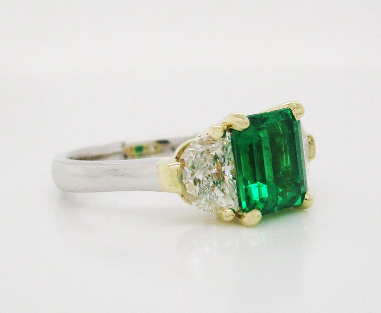 Contemporary Handmade 18K Yellow Gold Platinum Emerald Diamond Three-Stone Ring In Excellent Condition For Sale In Lexington, KY