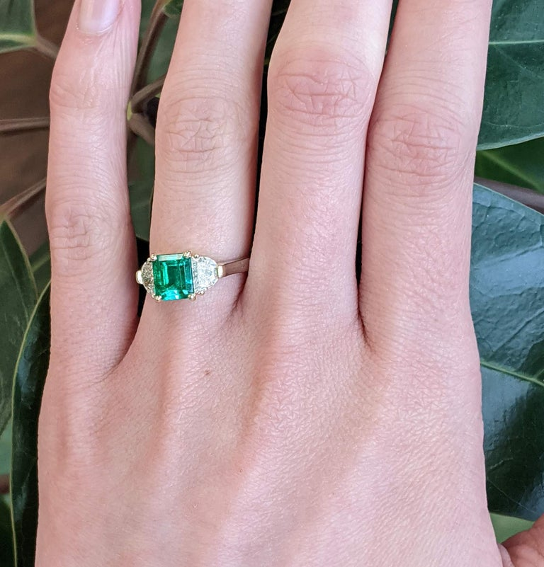 Contemporary Handmade 18K Yellow Gold Platinum Emerald Diamond Three-Stone Ring For Sale 1