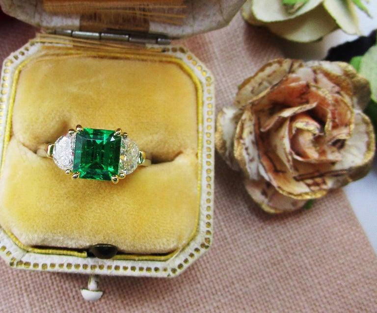 Contemporary Handmade 18K Yellow Gold Platinum Emerald Diamond Three-Stone Ring For Sale 2