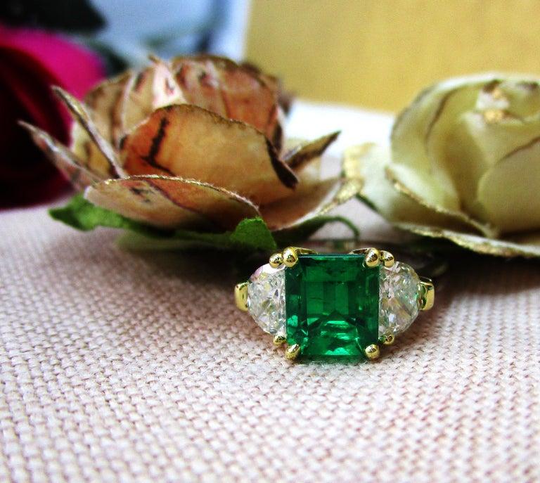 Contemporary Handmade 18K Yellow Gold Platinum Emerald Diamond Three-Stone Ring For Sale 3