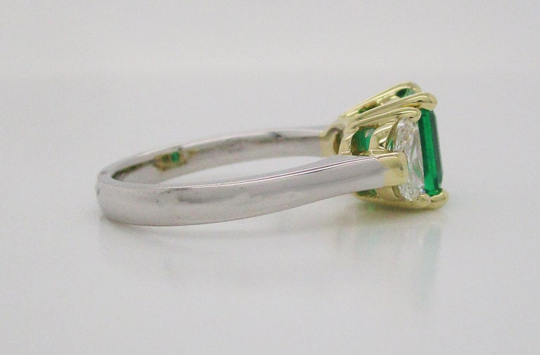 Contemporary Handmade 18K Yellow Gold Platinum Emerald Diamond Three-Stone Ring For Sale 4