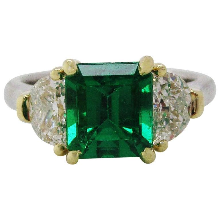 Contemporary Handmade 18K Yellow Gold Platinum Emerald Diamond Three-Stone Ring For Sale