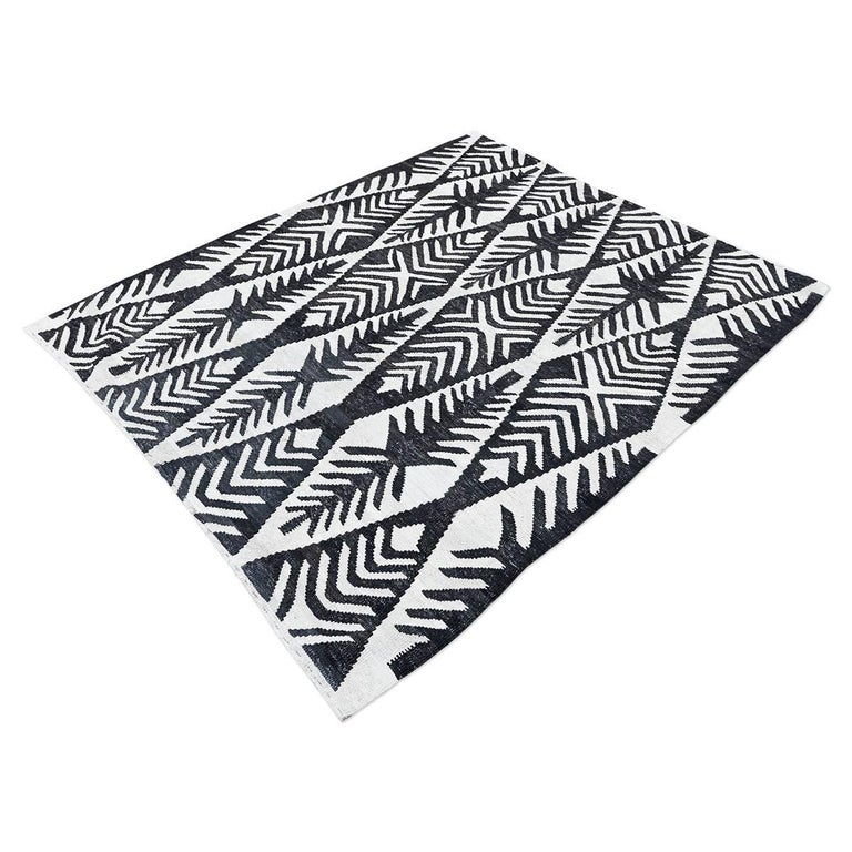 Modern Contemporary Handmade Flat-Weave Black and White African Collection Rug For Sale