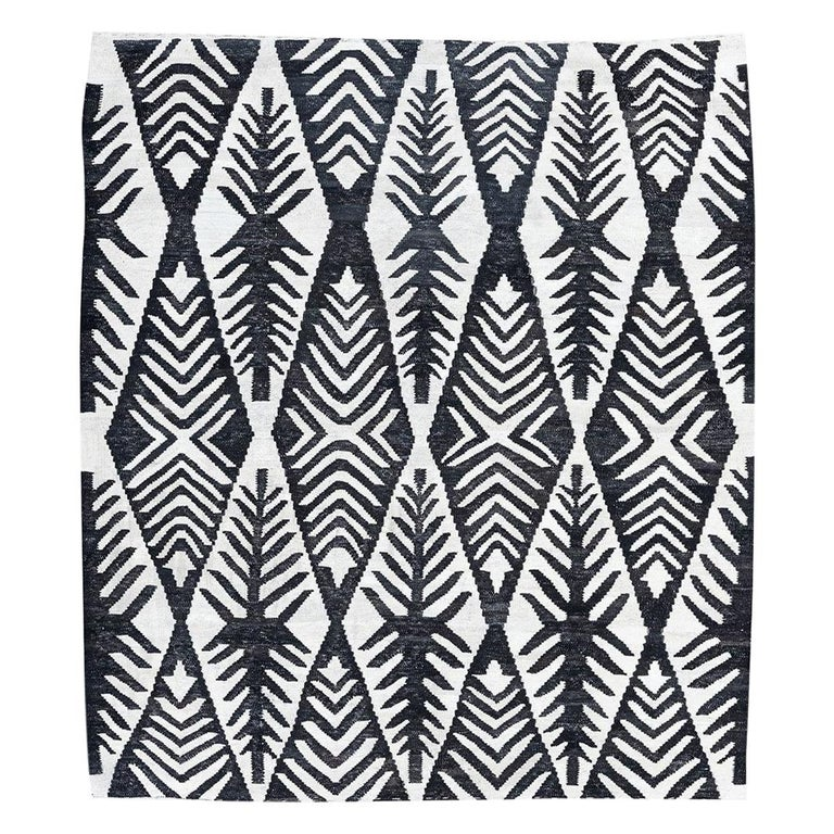 Contemporary Handmade Flat-Weave Black and White African Collection Rug For Sale