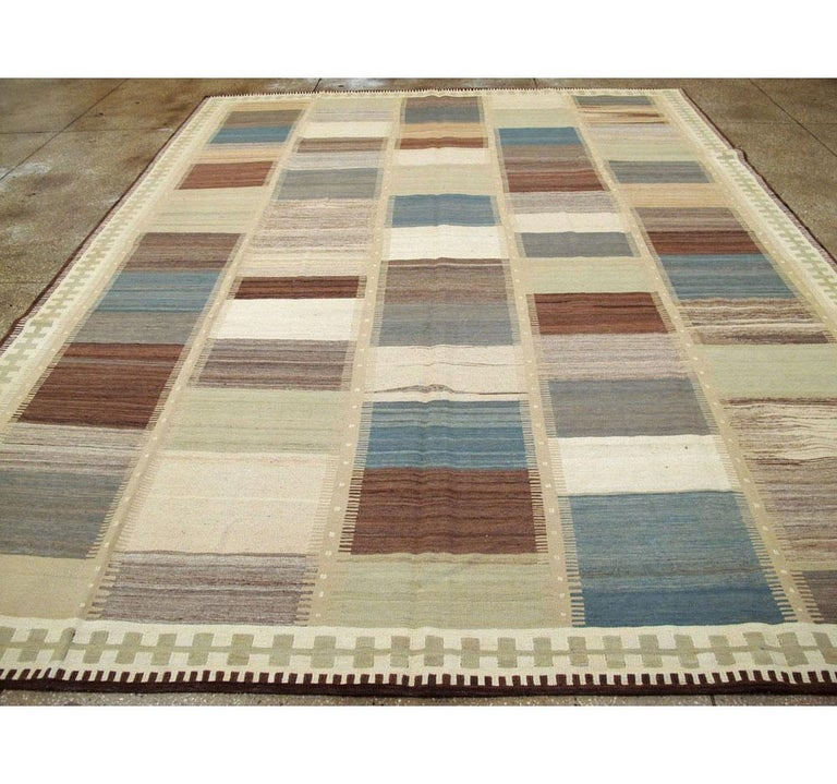 Contemporary Handmade Persian Room Size Flat-Weave Rug In New Condition For Sale In New York, NY