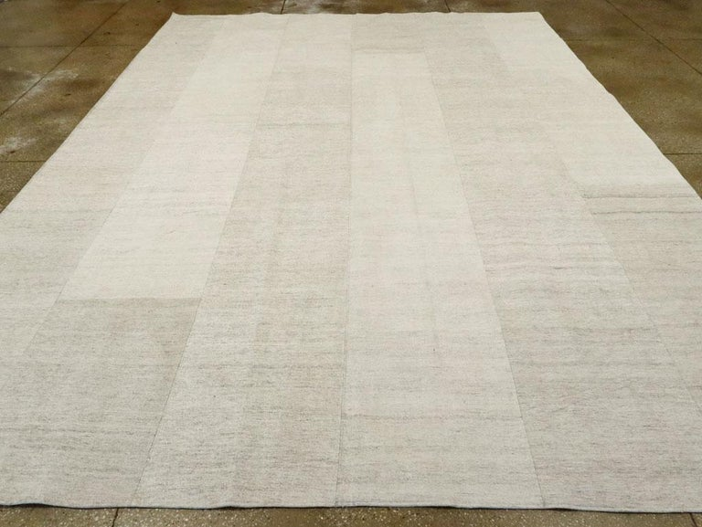 Contemporary Handmade Turkish Room Size Light Beige Flat-Weave Rug In New Condition For Sale In New York, NY
