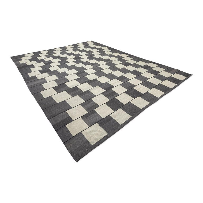 Contemporary Handmade Wool Kilim Gray and Brown Rug In New Condition For Sale In MADRID, ES
