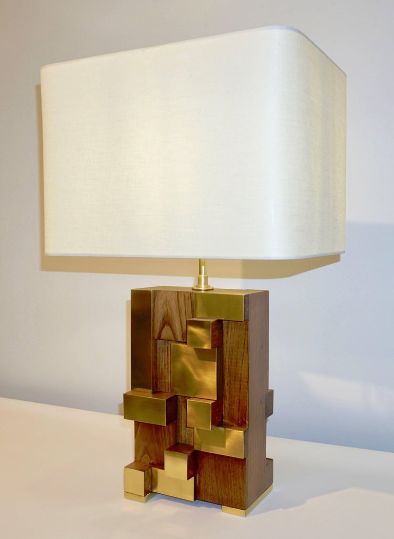 A very interesting Italian Fine Design pair of bespoke Minimalist sculpture lamps, entirely handcrafted in walnut and brass, presenting an exclusive modern geometric Design with a very unique Urban inspiration accented by the stepped decoration,