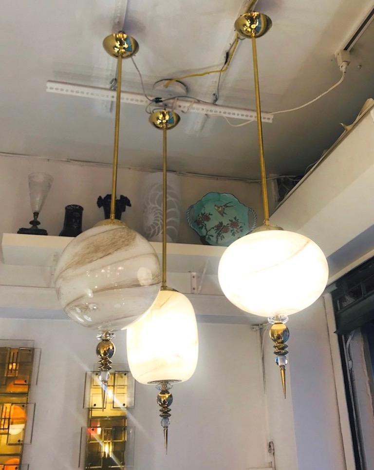 Contemporary Italian Brass and Cream White Alabaster Glass Round Pendant Light For Sale 4