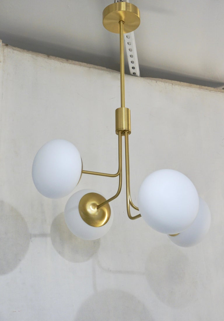 Contemporary Italian Modern Satin Brass & 4 White Murano Glass Globe Chandelier For Sale 2
