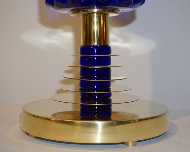 Contemporary Italian Pair of Brass and Cobalt Blue Murano Glass Table Lamps In Excellent Condition For Sale In New York, NY