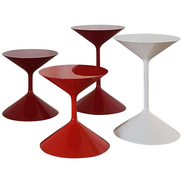 Contemporary Italian Zanotta Red Or White Orange Glossy Lacquer Coffee Table For